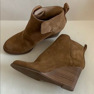 Lucky brand wedge upper leather brown suede boots